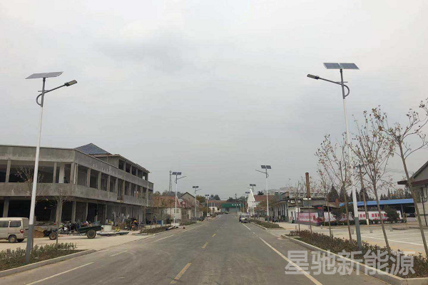 农村太阳能路灯杆价格一个多少钱